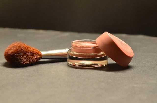 kompaktní make up