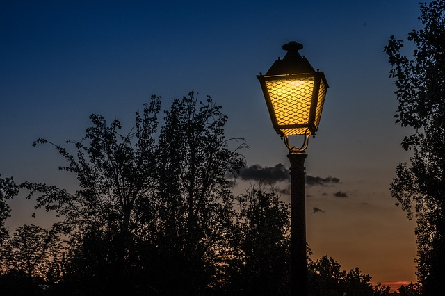 světlo v lampě