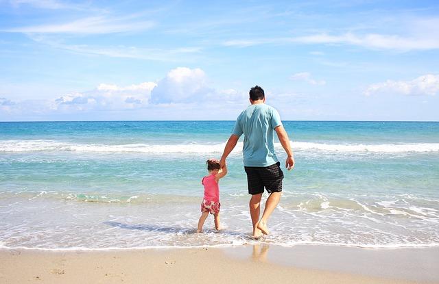 tatínek na pláži